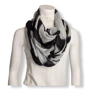 4/20$ Nicole Marciano infinity scarf